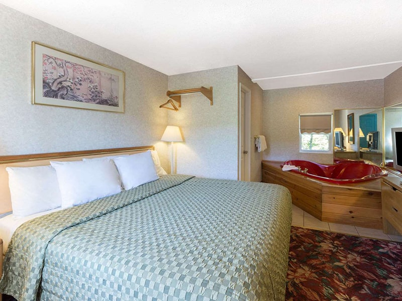 1 Double Bed Non-Smoking Suite Room